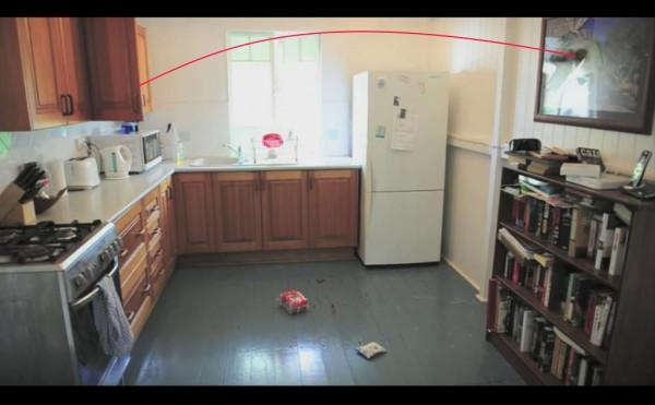Bild av ett kök tagen från en gömd kamera.